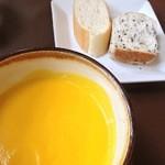 19849827 - ランチコースのスープ(人参)とパン