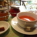 ロクシタンカフェ - ハーブティー『ローズ』は上質なバラの香り♬