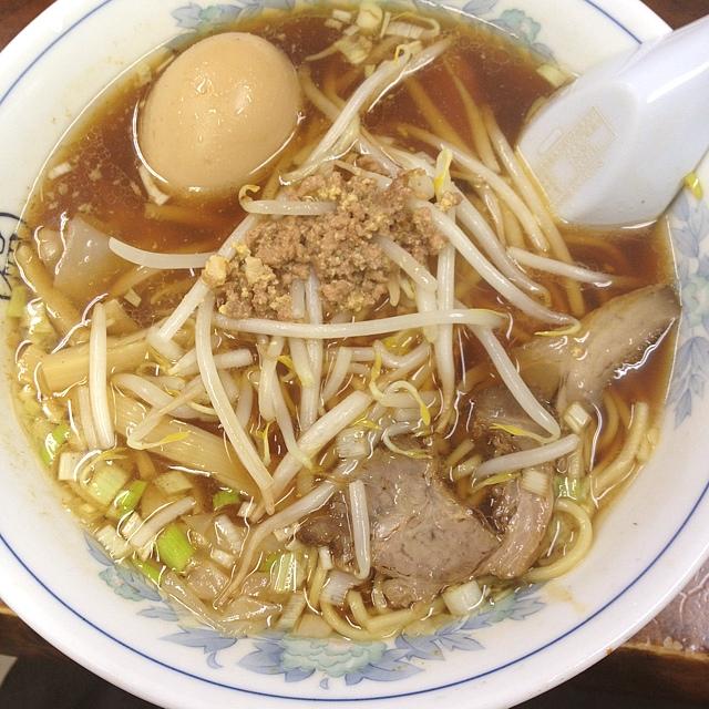 丸福中華そば 西荻店 - 食べラからの投稿。 卵ワンタン麺。 アツアツです。