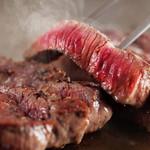 居心伝 - 牛フィレステーキ☆大きな鉄板で焼くステーキは絶品♪あつあつのステーキをお楽しみ下さい♪(税込714円)