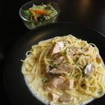 オステリア グラート - 秋鮭とマッシュルームのクリームパスタ