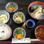 魚繁 - 料理写真:日替り定食945円