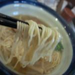 らーめん奏 - 5)しおらーめんの麺アップ