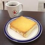 ホリーズ・カフェ - チーズフレンチとブレンドコーヒー