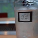 エイジング・ビーフ ワテラス - グラスが大きいのは,うれしいんですよ。