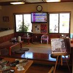 東江そば - カウンター席、テーブル席、座敷席があるよ
