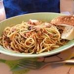 かもめ食堂 - 高菜、チキン、小エビのピリ辛パスタ