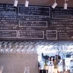 アルルの食堂 urura - カウンター上に黒板メニュー
