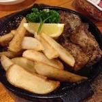 酔の助 - まぐろのほほ肉 スタミナソース(500円)