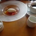 19864655 - アソートランチプレートのデザートとコーヒー