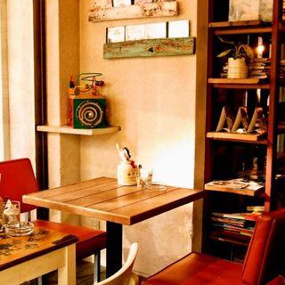 ウッド調の落ち着く空間★一軒家風カフェでパーティーも♪