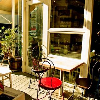 ランチ・カフェ・ディナーにも◎ゆったりとお寛ぎいただける、落ち着いた雰囲気の店舗です♪