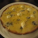 アズーロ - クリスピータイプの4種のチーズのピザ