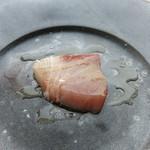 ラ・ソラシド フードリレーションレストラン - 庄内浜のワラサを満月の塩とオリーブオイルで