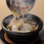 紅鶴 - 料理写真:熱々で焼ける音も楽しみのひとつ! 『紅鶴式おこげ』