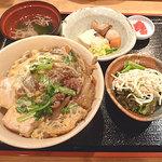 吟酒海楽 和 - すき焼き丼 850円