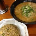 ラーメン笑店 - とんこつラーメン 480円 普通に美味しい チャーハン 美味しいわ(^-^)