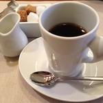 サカナザ・マエダ - 食後の珈琲はホットしかないんだって… カップが左利きの私には持てない形^_^