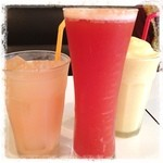 コンティニュー - ミックスジュース グレープフルーツジュース レッドアイ( ^ ^ )/□  堀江、歩き疲れて 少し休憩♪