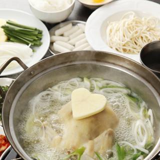 タッカンマリの一番の美味しさは、コク深い黄金のスープ