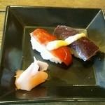 19887644 - サービス・鯨とトマトの寿司