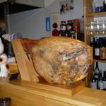 山猫軒 - 料理写真:ハモンセラーノ(スペイン産生ハム) 切り出しで提供しています。