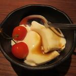 ナオライ - パンナコッタの黒糖ソース添え+佐藤錦