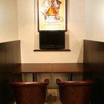 昭和堂Q - この二人席もとっても落ち着きます。ごゆっくりとお食事やお茶、本などをお楽しみ下さい。