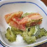 手打ち熊谷うどん 高見屋  - サービスのゴーヤとトマトの煮物