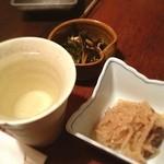魚Bar 一歩 - お通しとお酒! これだけで生きてける! でも日本酒で死ぬ!(>_<)