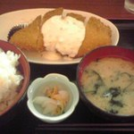 はらぺこダイニング - サーモンフライ定食 750円也