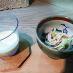 19893483 - コーンスープと蕎麦サラダ・・コーンスープはコーン本来の旨みが味わえます。蕎麦サラダは普通です