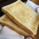 19893787 - パンは4種からトーストにしました