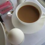 19893889 - 朝のコーヒーには、ミルクを少し落としました・・・