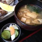 広尾 あいおい - ランチメニューあいおい御膳(1,200円)の味噌汁と香の物