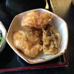 広尾 あいおい - ランチメニューあいおい御膳(1,200円)メイン:海鮮丼をチョイスした際の副菜の鶏とナスの天ぷら