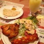ディップパレス - セットのサラダ、焼き物、パパド、マンゴーラッシー