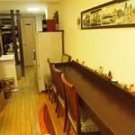 神戸牛丼 広重 - 店内はカウンター席のみの小さなお店