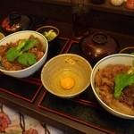 神戸牛丼 広重 - 左:大盛り(ご飯少な目) 右:大盛り