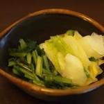 神戸牛丼 広重 - お漬物も美味しい