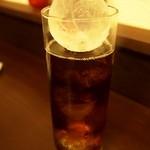 神戸牛丼 広重 - お茶の氷が真ん丸