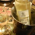 ビアド  - 冷えた白ワインボトル