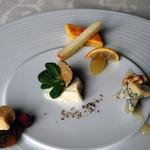 リヴァデリエトゥルスキ - チーズ盛り合わせ一例(1Fメニュー)