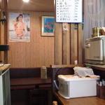 19898251 - 奥にテーブル席