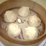 上海豫園 本館 - おすすめの小籠包。3種類くらいあった。