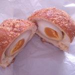 1990631 - 煮玉子がまるごと入ったたまごドーナツ