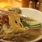 麺や 庄の - 梅と穴子の玄米茶で煎じた冷し潮らーめん(麺)
