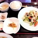 19900932 - 今週のランチセット¥680-  海老・イカと野菜の塩味炒め