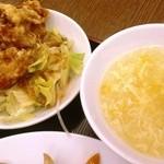 19900945 - 唐揚げサラダとスープ