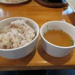 ビービーキューホッカイドウ - ランチプレートのご飯とオニオンスープ
